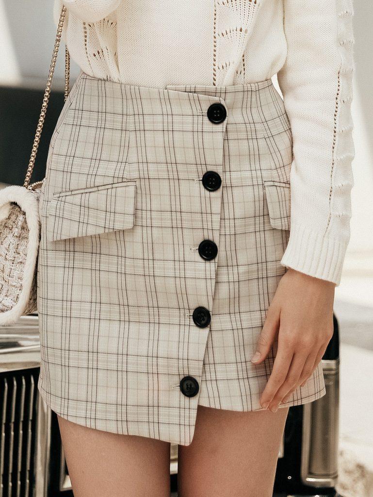 Rok Mini Warna Khaki Kotak-Kotak Dengan Kancing Depan